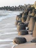Tetrapods zrobił betonowy gacenie wybrzeżu Sylt Fotografia Stock