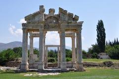 Tetrapylon ή μνημειακή πύλη στην αρχαία πόλη Aphrodisias (περιοχή Pamukkale), Caria, Τουρκία Στοκ Φωτογραφίες