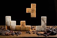 Tetris con le caramelle del caramello e le delizie turche dolci Fotografie Stock