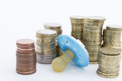 Tettarella con soldi duri Fotografia Stock Libera da Diritti
