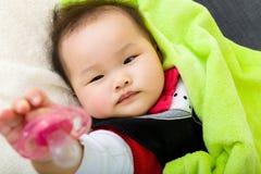 Tettarella di elasticità del bambino Fotografie Stock