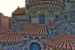 Tetti della chiesa Notre-Dame du port a Clermont-Ferrand Fotografie Stock