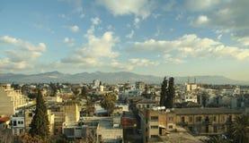 Tetti di Nicosia Cipro con un chiaro cielo blu Immagine Stock