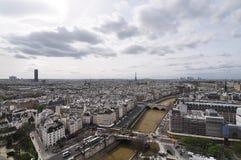 Tetti di Parigi con una vista dell'uccello-occhio da Notre Dame de Paris Fotografie Stock
