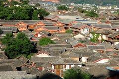 Tetti di vecchia città del lijiang, yunnan, porcellana Fotografia Stock