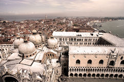 Tetti di Venezia nel vecchio stile di seppia Immagini Stock