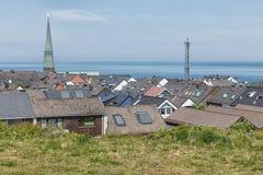 Tetti di vista aerea dell'isola tedesca Helgoland del villaggio Immagine Stock