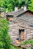 Tetti e camini in villaggio bulgaro Fotografia Stock Libera da Diritti