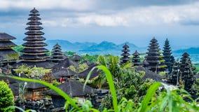 Tetti in Pura Besakih Temple nell'isola di Bali, Indonesia immagini stock