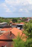 Tetti rossi della casa spanti in Bali fotografia stock libera da diritti
