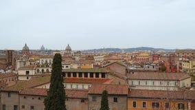 Tetti rossi nella città di Roma, Italia stock footage