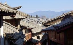 Tetto antico nella vecchia città di Lijiang, il Yunnan Cina Immagini Stock