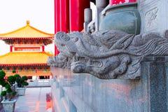 Tetto cinese del tempio con variopinto Fotografie Stock Libere da Diritti