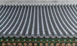Tetto coreano tradizionale variopinto della decorazione immagini stock libere da diritti