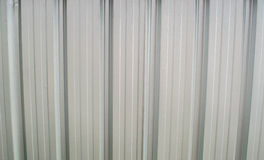 Tetto del metallo sulla costruzione commerciale Immagine Stock