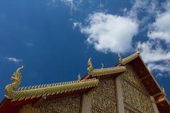 Tetto del tempio della Tailandia con chiaramente Immagini Stock