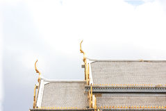 Tetto del tempio, Wat Sothorn Wararam Worawihan, provincia di Chachoengsao, Tailandia Immagine Stock