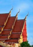 Tetto del themple di buddist di Wat Suwan Khirikhet a Phuket Immagini Stock Libere da Diritti