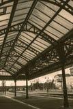 Tetto dell'acciaio della stazione ferroviaria fotografie stock