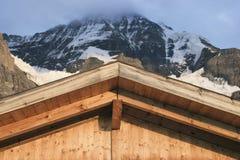 Tetto della capanna della montagna Fotografia Stock