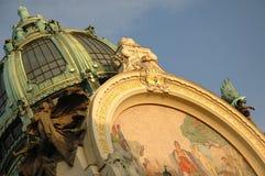 Tetto della costruzione di nouveau di arte, Praga Immagine Stock