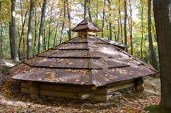 Tetto di alloggio temporale di legno Immagine Stock