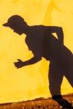 Tetto di camminata dell'ombra dell'adolescente Fotografie Stock Libere da Diritti