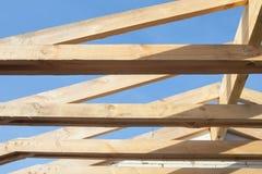 Tetto di legno con l'inquadratura di stile della trave Immagini Stock Libere da Diritti