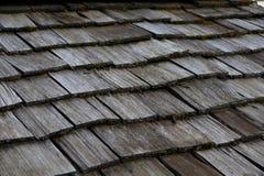 Tetto di legno del lavoro delle mattonelle Fotografia Stock Libera da Diritti