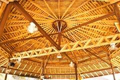 Tetto di legno in Tailandia. Fotografia Stock