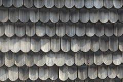 Tetto di legno - vecchio metodo tradizionale per coprire - copra le assicelle Fotografie Stock Libere da Diritti
