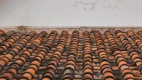 Tetto di mattonelle del tempio buddista Fotografie Stock