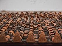 Tetto di mattonelle del tempio buddista Fotografia Stock Libera da Diritti