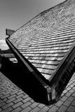 Tetto di una casa sotto ombra fotografie stock libere da diritti