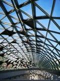 Tetto di vetro della stazione della metropolitana nel sole immagine stock libera da diritti