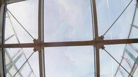 Tetto di vetro nel sottopassaggio stock footage