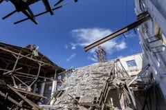 Tetto distrutto di vecchia fornace Fotografie Stock Libere da Diritti