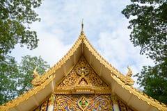 Tetto e Eaves del tempio buddista tailandese fotografia stock libera da diritti