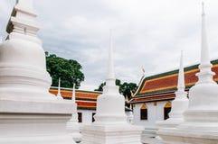 Tetto e pagoda Colourful di Wat Phra Mahathat Nakhon Si Thammar fotografie stock
