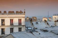 Tetto e Torre Eiffel di Parigi Fotografia Stock