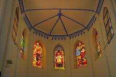 Tetto e vetri macchiati del coro del san Francis Xavier della chiesa immagine stock libera da diritti