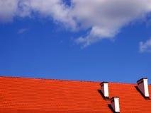 Tetto ed il cielo immagini stock