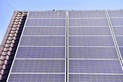 Tetto fotovoltaico dell'energia rinnovabile Fotografie Stock Libere da Diritti