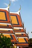 Tetto luminoso di un tempiale buddista Fotografie Stock Libere da Diritti