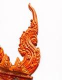 Tetto lustrato dell'apex delle mattonelle del tempiale tailandese Fotografia Stock