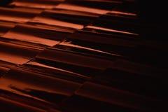 Tetto-mattonelle astratte di profilo del metallo del primo piano al tramonto Fotografie Stock