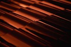 Tetto-mattonelle astratte di profilo del metallo del primo piano al tramonto Immagine Stock Libera da Diritti