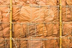 Tetto ricoperto di paglia dal gambo di bambù e dalle foglie secche Immagini Stock