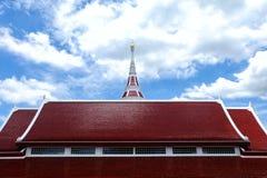 Tetto tailandese del tempio con cielo blu Fotografia Stock