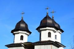 Tetto tipico del othodoc di una chiesa Paesaggio urbano della città Brasov, la Transilvania ania, nel centro del Fotografia Stock Libera da Diritti